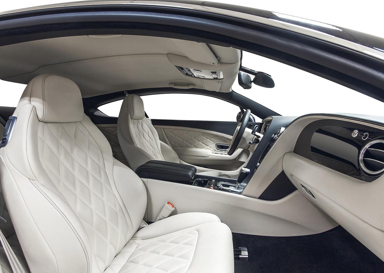 Weiße Autoledersitze